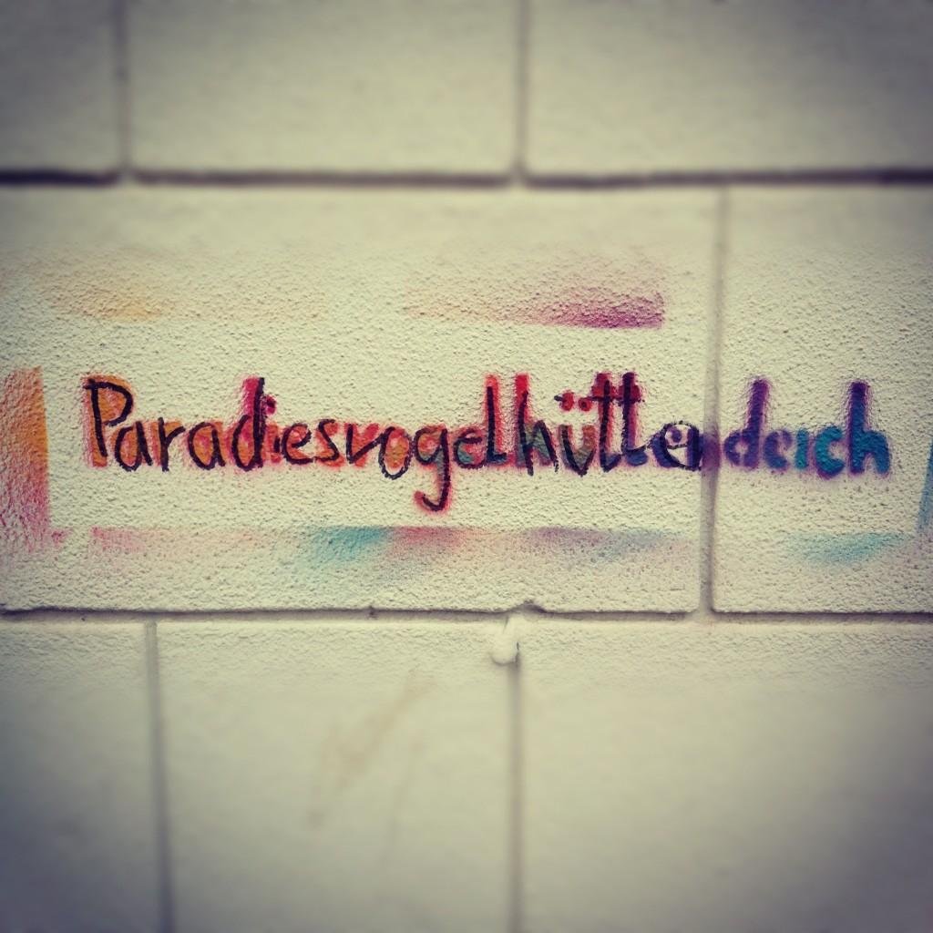 Vogelhüttendeich (Bird house dike) gets renamed in  Paradiesvogelhüttendeich (Bird of paradise house dike)