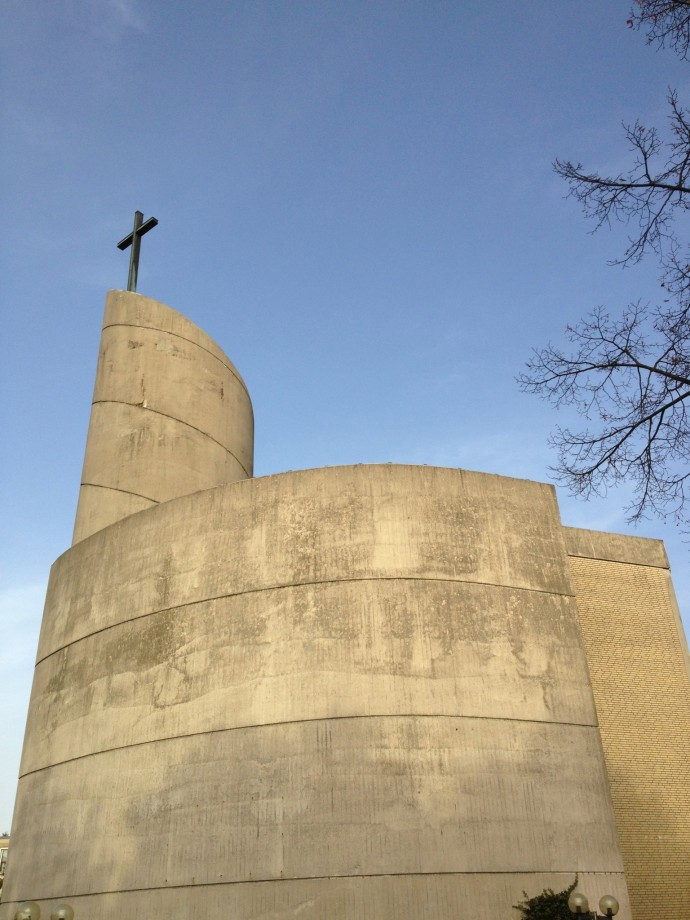 Form follows function? A church that looks like a roll of toilet paper. Only in Hamburg-Wilhelmsburg.